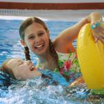 girls_swimmingpool
