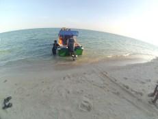 Merapat di Pantai Pulau Sangalaki