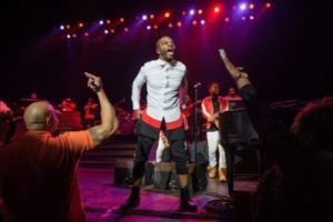 Kirk Franklin – Something About the Name Jesus (Medley)