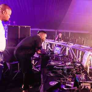 DOWNLOAD mp3: SPHEctacula & DJ Naves (Kings Of The Weekend) Gqom Mix End Oct 2018 mp3 download