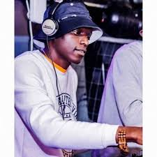 Que Deep Matured Soundz – Abangani