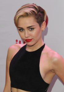 """Miley Cyrus – """"Mother's Daugher"""" Video"""