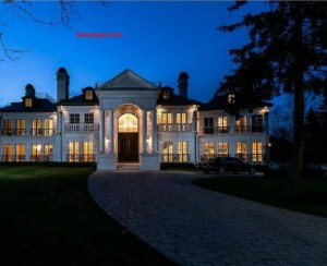 Did this Mississauga mansion photo go too far    Toronto Star