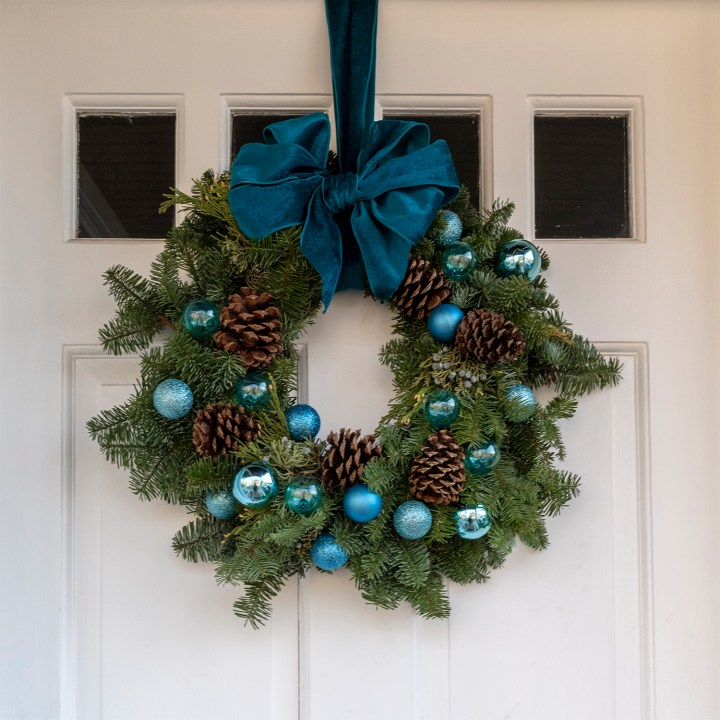 A Turquoise Wreath Decorating Idea
