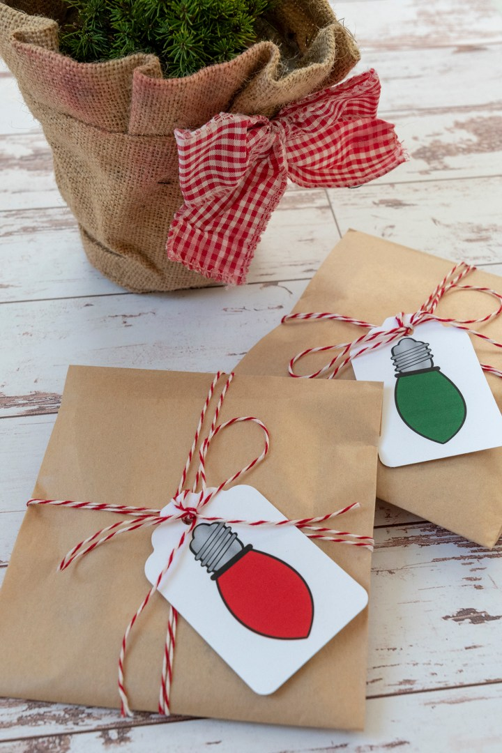 Super Fun and Free Printable Gift Tags | Retro Holiday Lights