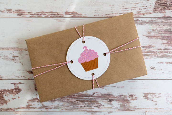 Frosted pink cupcake with sprinkles gift tags