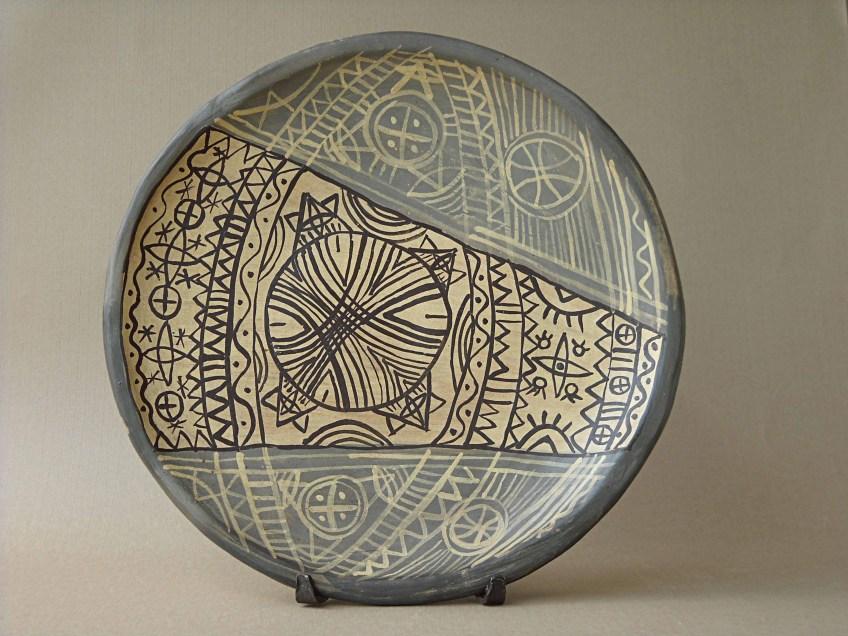 керамична чиния интериор