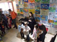 Децата се насладиха на концерт - подарък, който им поднесоха децата от Мюзик Плей по време на откриването на детската изложба.
