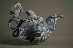 керамичен чайник, изцяло ръчно изработен авторски съд, предназначен за декорация с функция за запарване на чай.