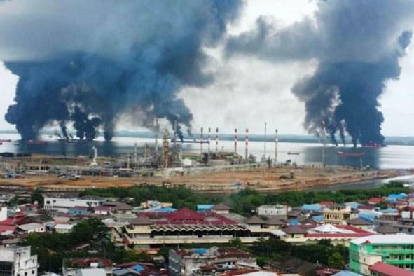 Hasil gambar untuk Pertamina berhasil atasi Kebakaran di Teluk Balikpapan*