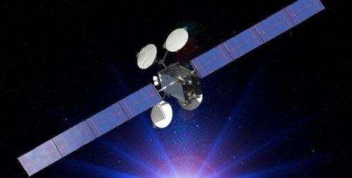 На орбите начал работу первый спутник, использующих исключительно электрическую тягу