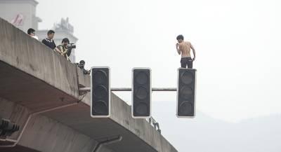 Менеджеров КНР заставили голыми бегать по улицам
