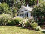 Жительница Канады сняла на видео «призрака» возле дома
