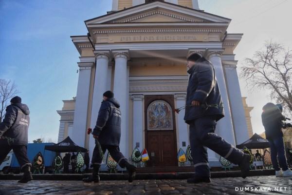 В Одессе началось прощание со спасателем Шатохиным   Факты ...