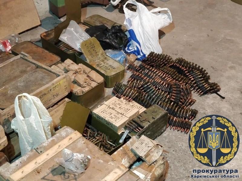 На Харківщині знайшли склад зброї та боєприпасів