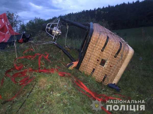 Повітряна куля впала на Хмельниччині: один загиблий і п'ятеро травмованих (ФОТО) - Мафія України