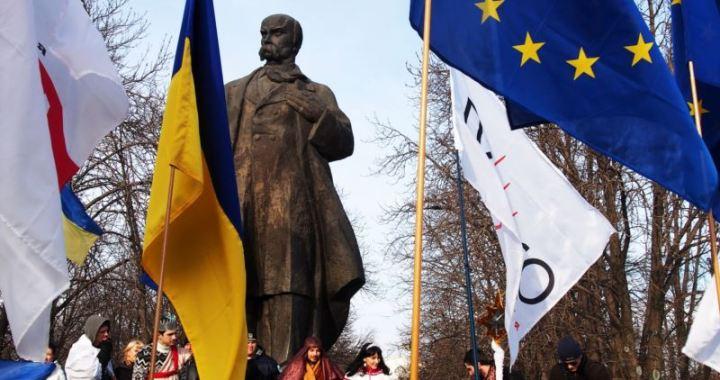 «Бабуся змушувала писати диктанти з української»: історії луганського юнацтва, яке обрало українську освіту