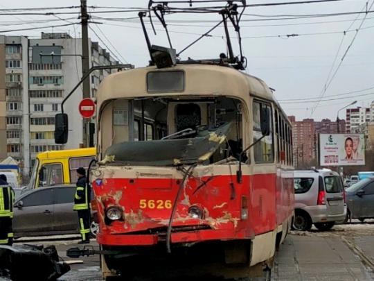 В столице трамвай столкнулся с грузовиком (фото) - «ФАКТЫ»