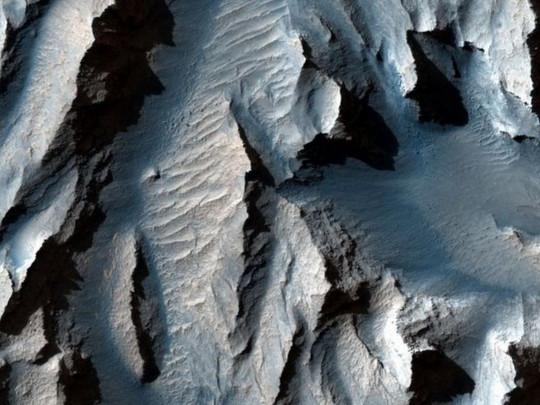 Астрономы показали фото самого большого каньона Солнечной ...