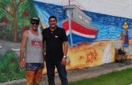 Camaroeiro ganha pintura artística no muro de entrada dos Mirantes da Orla