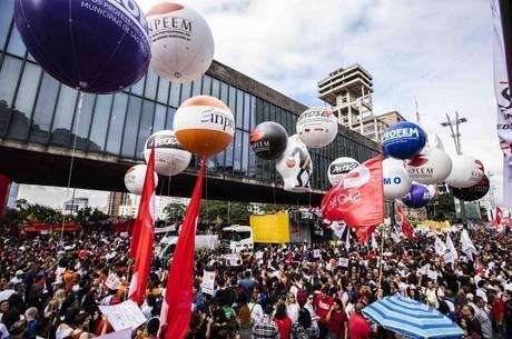 Centrais sindicais preparam greve geral contra reforma nesta sexta