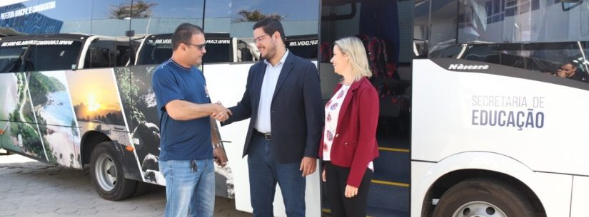 Caraguatatuba ganha sete novos ônibus para transporte escolar e aumenta 100% da frota
