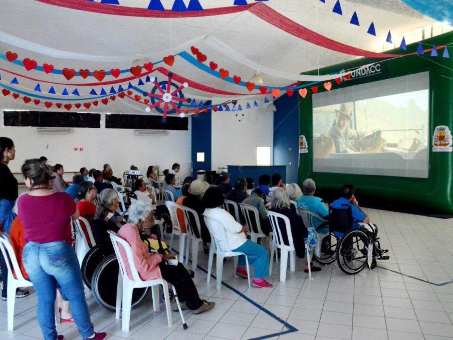 Cinema nos Bairros tem programação especial no Alto do Jetuba e Pegorelli  nas férias escolares