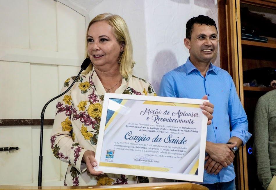 Secretaria e Fundação de Saúde recebem Moção de Aplausos e Reconhecimento na Câmara Municipal