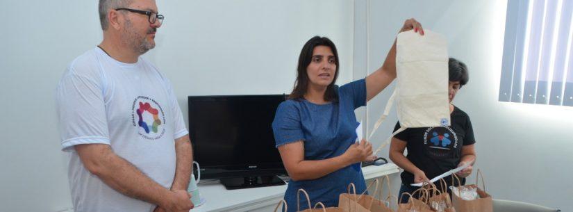 Fundo Social de Caraguatatuba oferece bolsas artesanais para abrigar coletores de urina