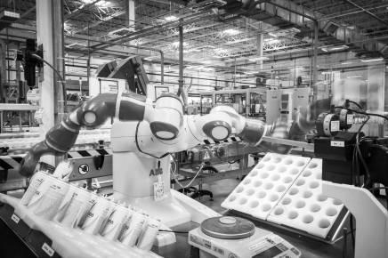 Robô utilizado em unidade da Unilever em Aguaí (SP) - Eduardo Knapp - 2.ago.18/Folhapress
