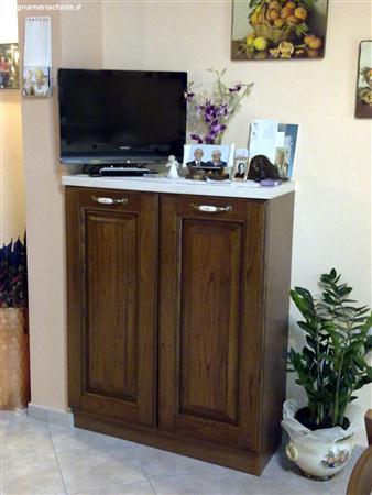 Scopri mobili base e per lavelli in diverse altezze e profondità, permettono di creare una soluzione veramente su misura in cucina con funzionali ripiani e. Cucina Mobile In Castagno Falegnameria Chiola
