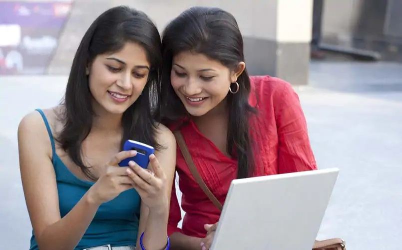 Indians using Smartphone