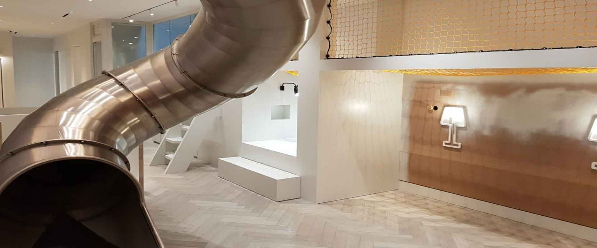 Slide-and-play-nook