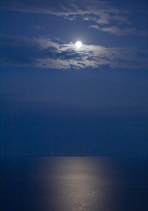 La luna -- as seen by BW.