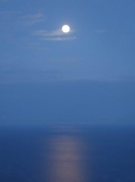 La luna -- as seen by Kat.