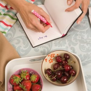 woman-journaling-food_0