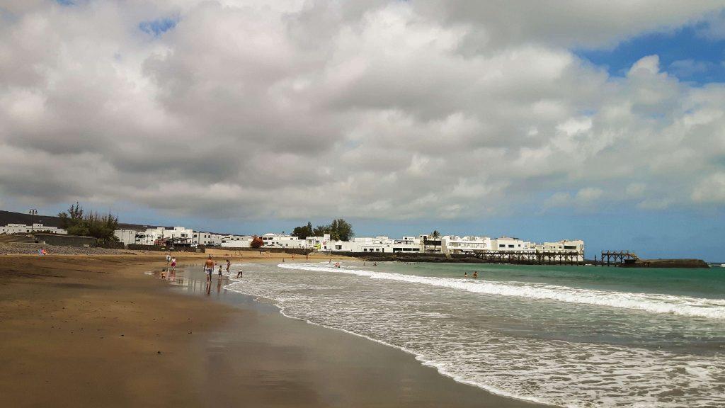Lanzarote-travel-guide-das-musst-du-sehen-arrieta-strand-playa-de-la-garita
