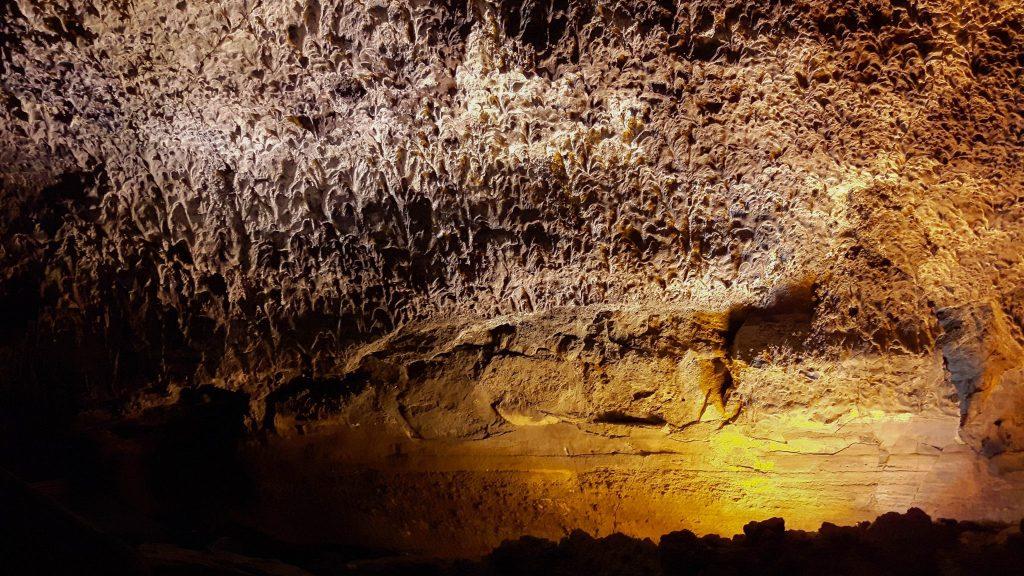 Lanzarote-travel-guide-höhle-Cueva-de-los-Verdes-lava-tropfen-gestein (1 von 1)
