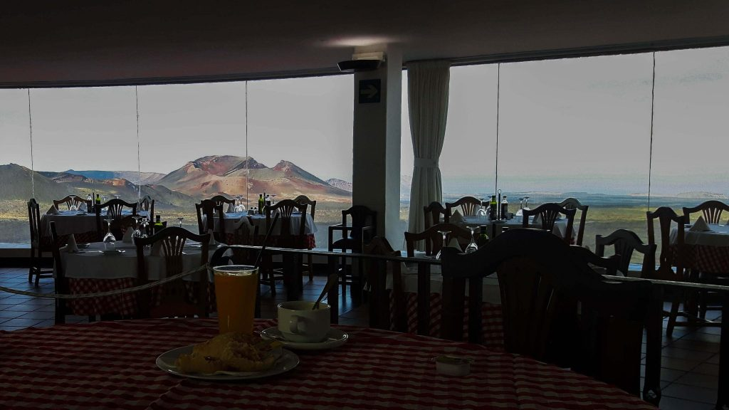Lanzarote-travel-guide-timanfaya-nationalpark-restaurant-ausblick (1 von 1) (1)