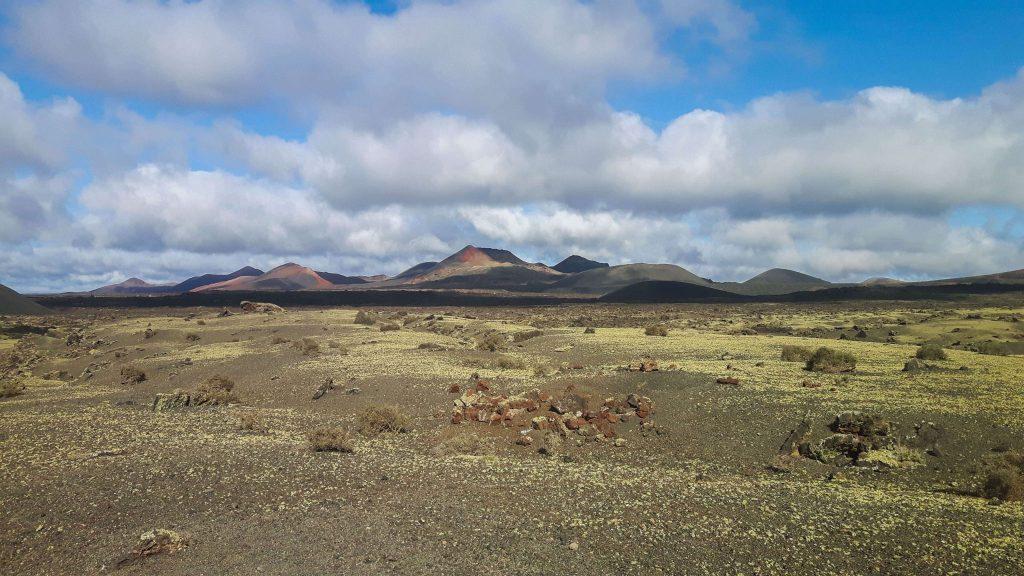 Lanzarote-travel-guide-wanderung-caldera-colorada-vulkan-landschaft-berge (1 von 1) (1)