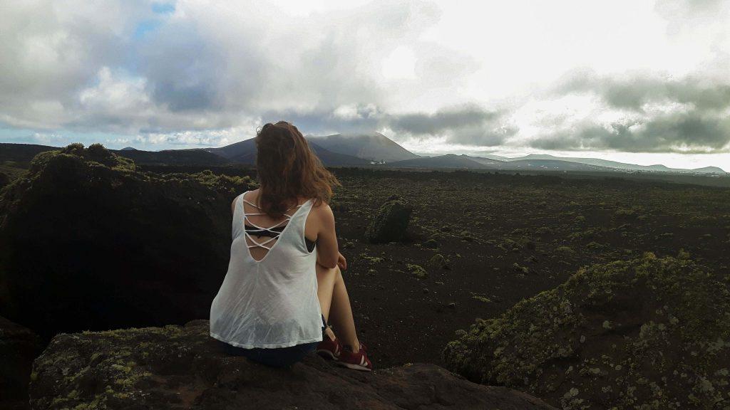 Lanzarote-travel-guide-wanderung-caldera-colorada-vulkan-landschaft-luise-ausblick-weite (1 von 1) (1)