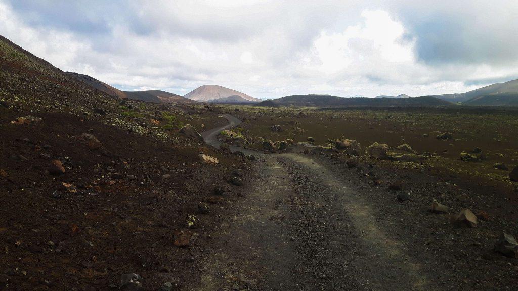 Lanzarote-travel-guide-wanderung-caldera-colorada-vulkan-landschaft-weg-gestein (1 von 1) (1)