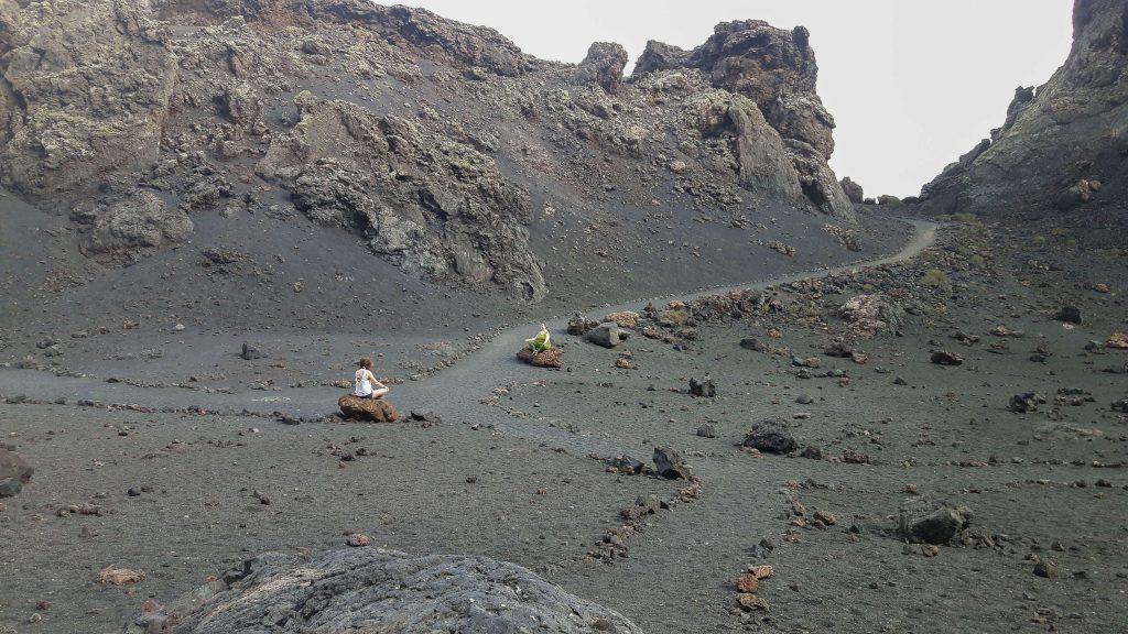 Lanzarote-travel-guide-wanderung-montana-del-cuervo-vulkan-landschaft-krater-meditation (1 von 1) (1)