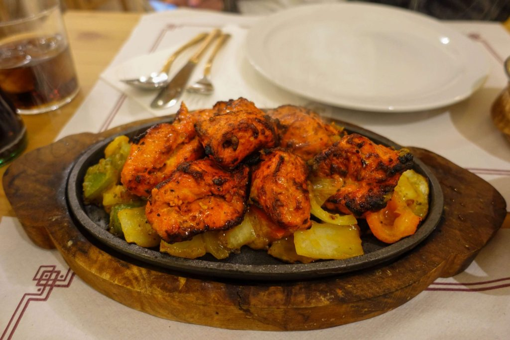 calella-kurkuma-indian-restaurant-hauptspeise-gemüse-Hähnchen