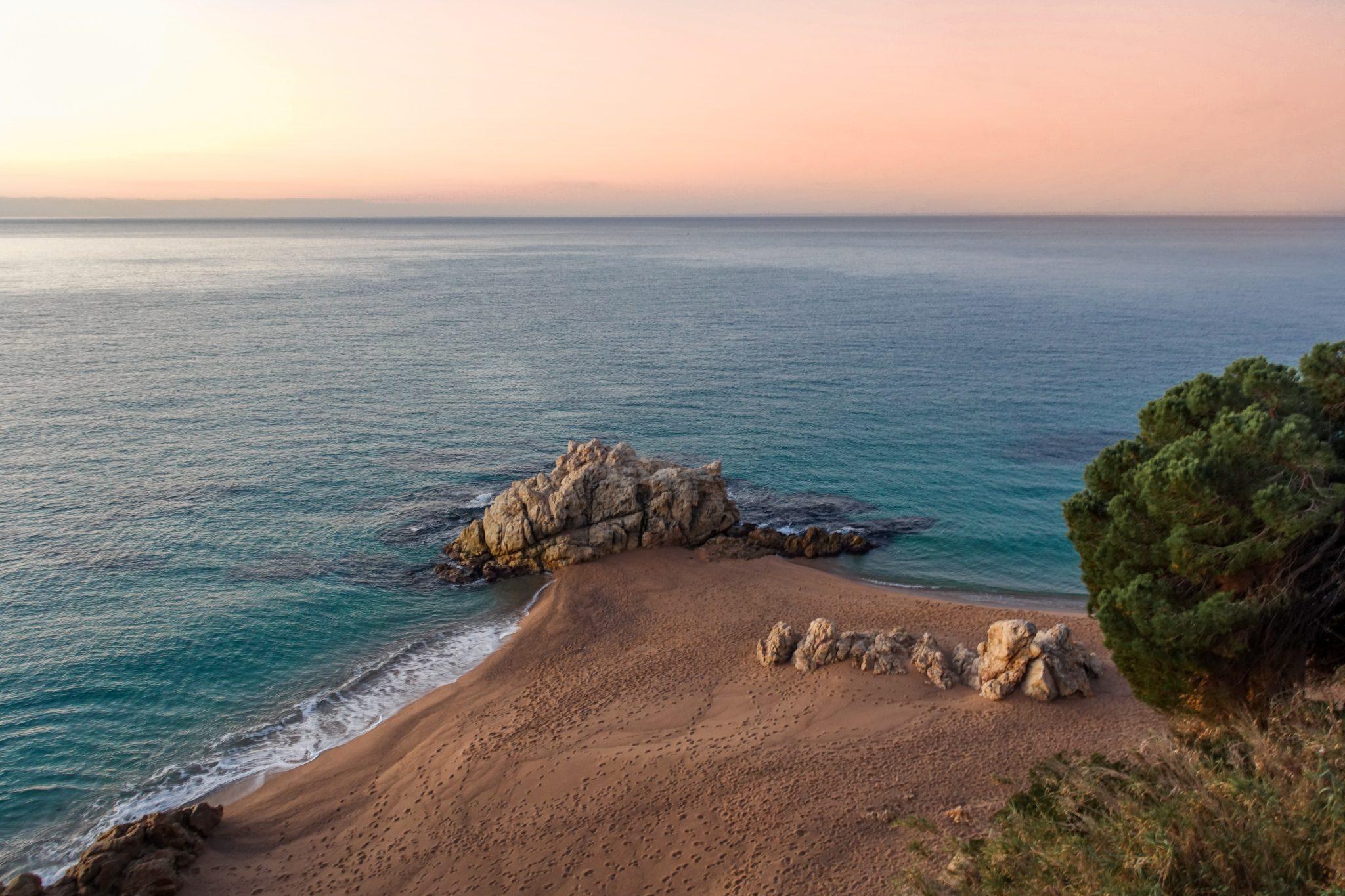 calella-travel-guide-winter-roca-grossa-strand-oben