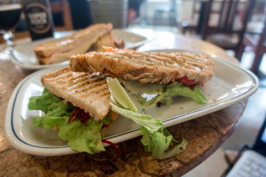 2-dinge-die-du-wissen-solltest-bevor-du-nach-spanien-reist-veganes-Panini.