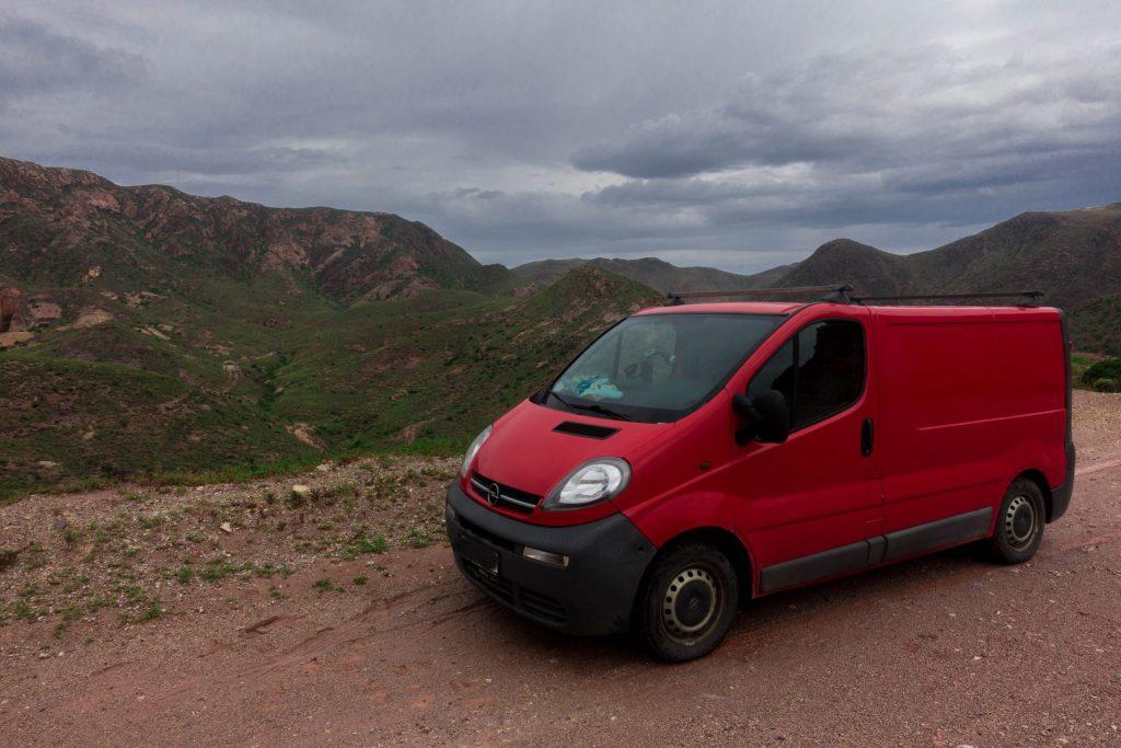 zwöf-dinge-die-du-wissen-solltest-bevor-du-nach-spanien-reist-auto