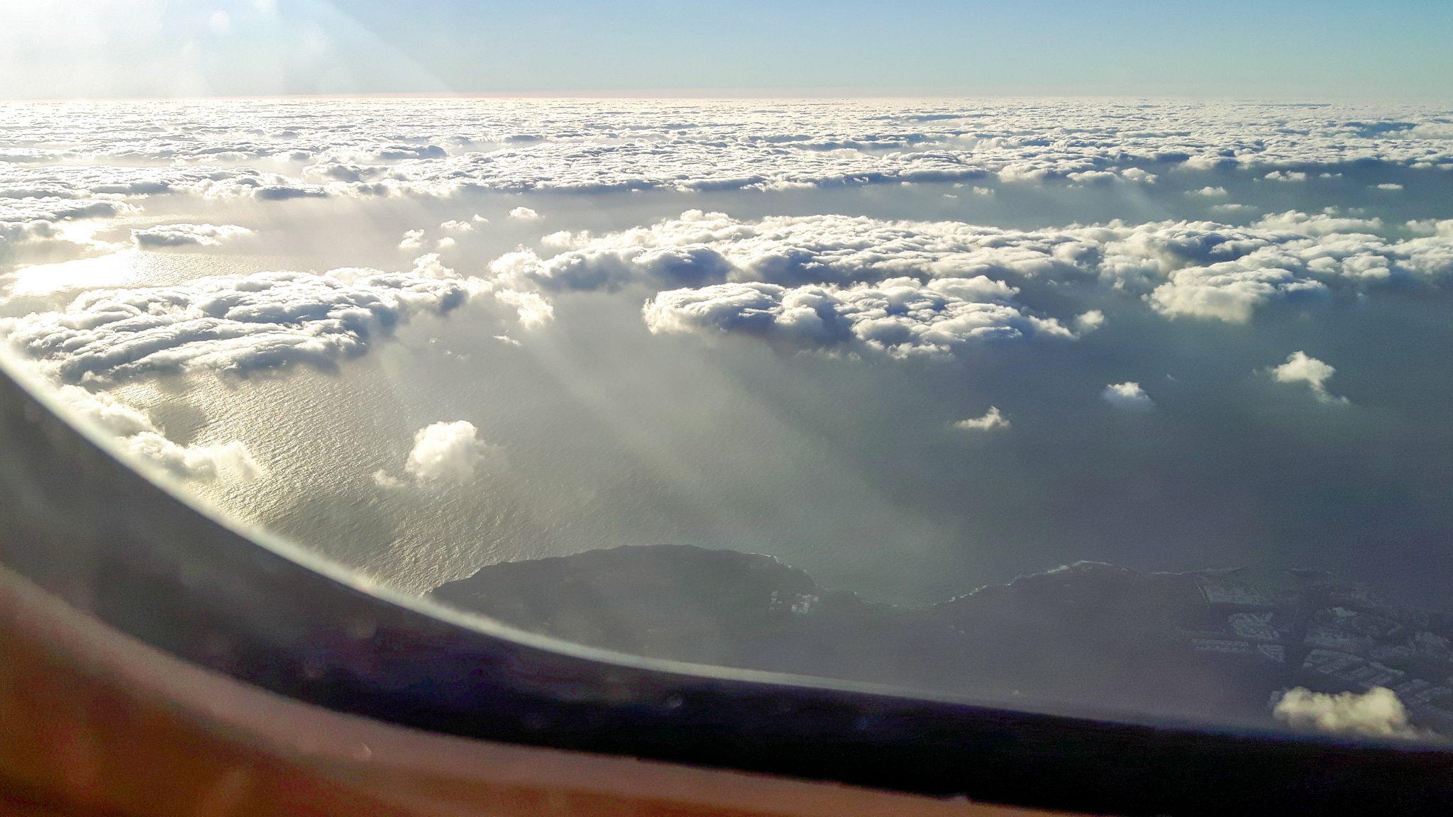 entspannt-fliegen-7-tipps-für-deinen-nächsten-flug-wolken