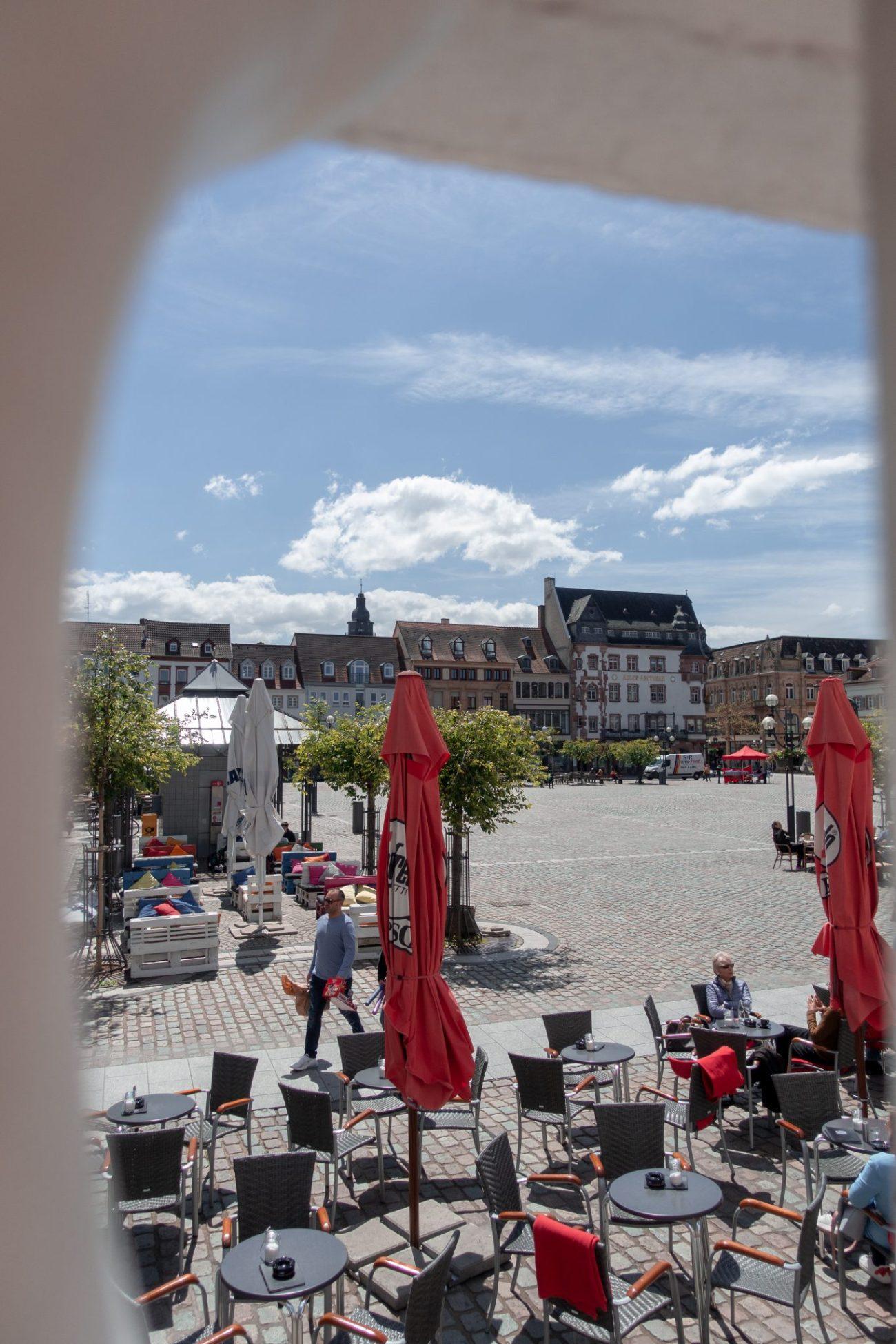 Landau-pfalz-rathausplatz-café