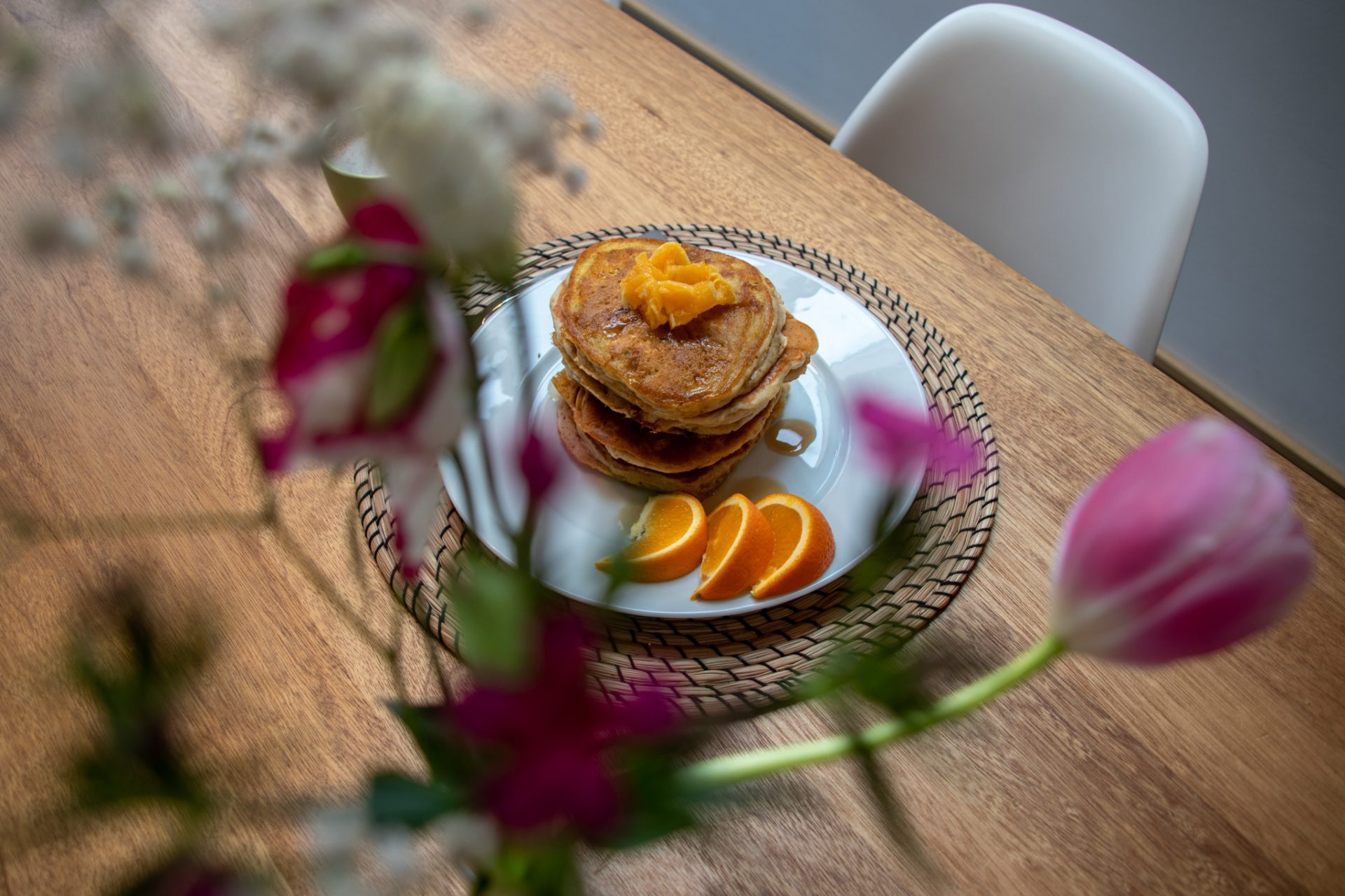 potsdam-parkchalet-ferienwohnung-wohzimmer-frühstück.pancakes